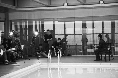 Hậu trường: Sơn Tùng M-TP định nhảy xuống bể bơi lúc ghi hình 7