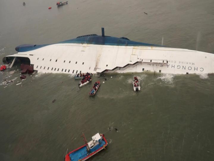 10 bức ảnh lay động lòng người về vụ chìm phà Hàn Quốc 7