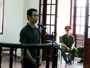 Hiếp dâm con của vợ hờ, lĩnh án 12 năm tù 5
