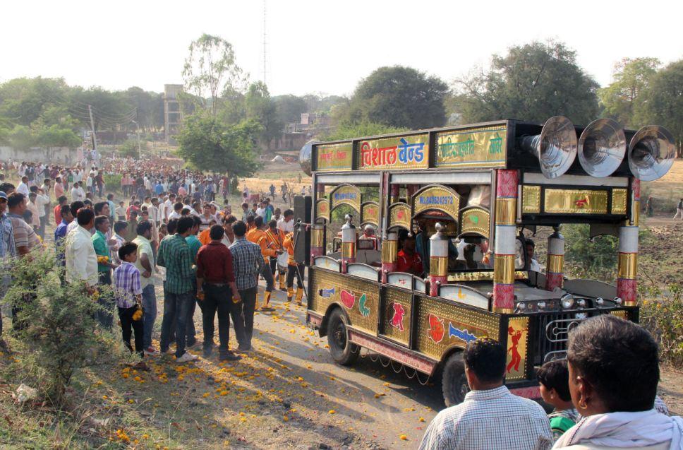 5000 người tham dự lễ cưới của 2 chú bò ở Ấn Độ 8