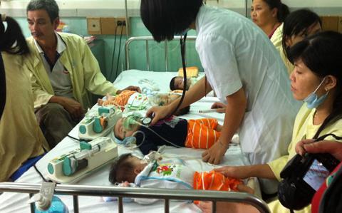 Hơn 100 trẻ chết vì bệnh sởi và những dấu hỏi  5