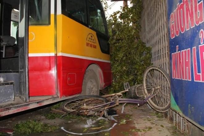 Hiện trường vụ tai nạn 2 người chết ở Thanh Hóa 9