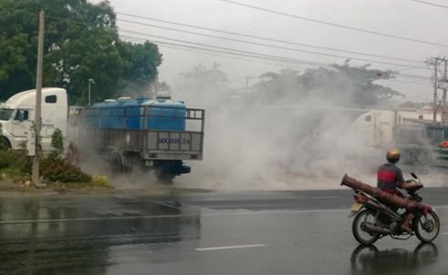 Nóng từ địa phương ngày 18/4: Mặt đường sôi lên, lửa bốc cháy người dân hoản loạn 6