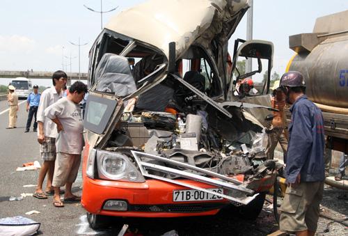 Tai nạn thảm khốc ở cao tốc Trung Lương: Xe khách không vượt tốc độ 6