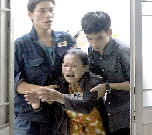 Chen lên xe đưa đón, 1 học sinh bị tông chết 4