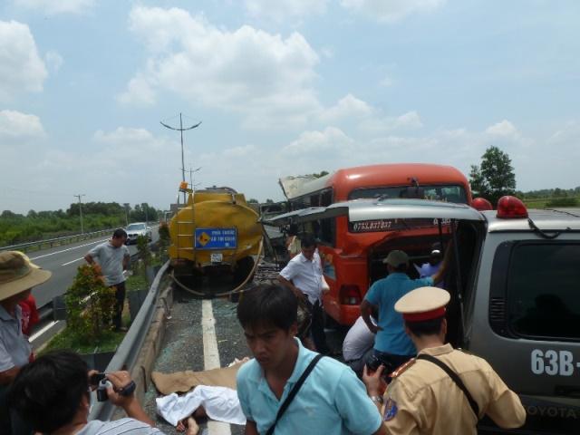 Vụ tai nạn thảm khốc trên cao tốc Trung Lương: Xe cấp cứu bỏ mặc nạn nhân? 5