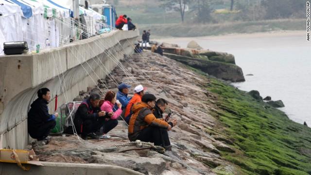 Chìm phà Hàn Quốc: Chuyển từ tìm kiếm cứu hộ sang trục vớt? 10
