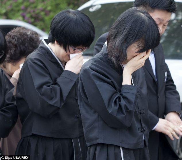 Chìm phà Hàn Quốc: Đám tang đẫm nước mắt của hiệu phó tự tử  7