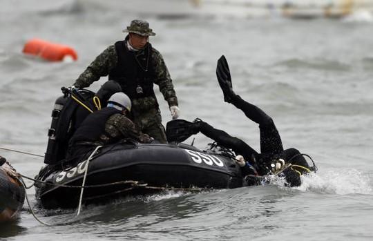 Chìm phà Hàn Quốc: Hàng trăm thợ lặn