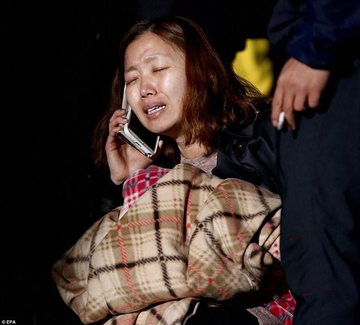Rơi nước mắt với những hình ảnh bi thương từ vụ chìm phà Sewol 21