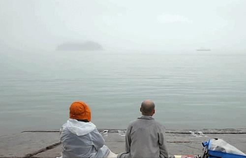 Rơi nước mắt với những hình ảnh bi thương từ vụ chìm phà Sewol 25