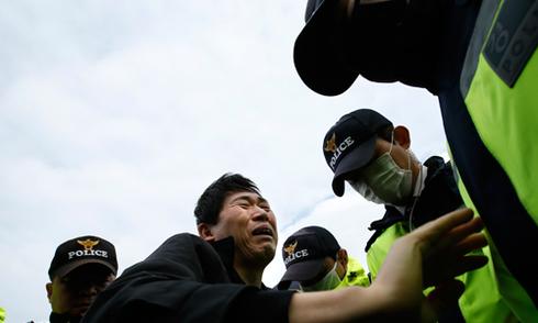 Rơi nước mắt với những hình ảnh bi thương từ vụ chìm phà Sewol 26