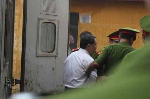 Hình ảnh mới nhất về phiên xét xử phúc thẩm Dương Chí Dũng 8