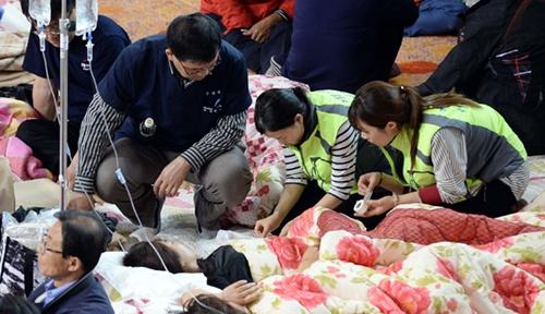 Tang thương cùng cực tại lều nhận dạng nạn nhân chìm phà Sewol 8