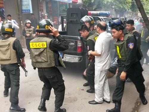 """Hình ảnh Gần 100 cảnh sát vây bắt """"trùm"""" ma túy đất Cảng số 1"""