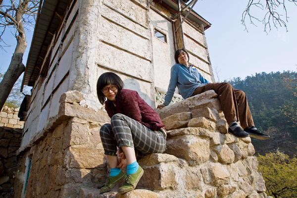 Cuộc sống thời nguyên thủy của cặp vợ chồng 8x bỏ thành thị lên núi ở 6