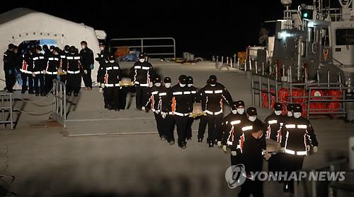 Chìm phà Sewol: Cảng Paengmok thành tâm điểm của nỗi đau 6