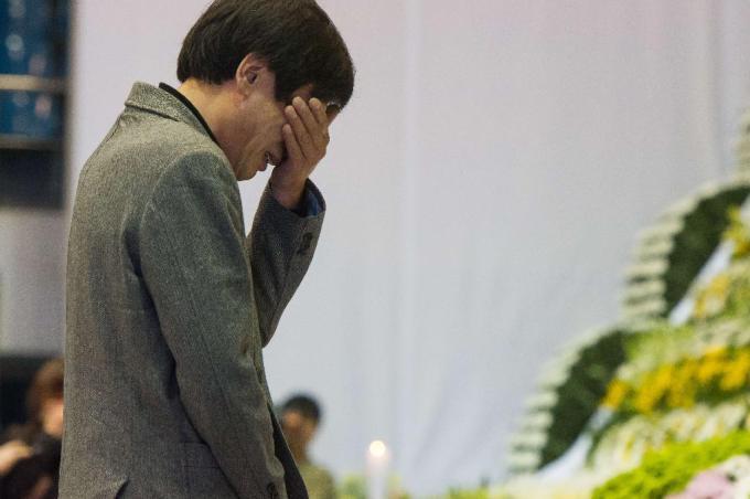 Đắng lòng đám tang các học sinh mất trong thảm họa chìm phà Sewol 11