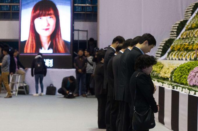 Đắng lòng đám tang các học sinh mất trong thảm họa chìm phà Sewol 8