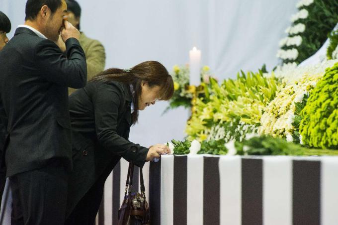 Đắng lòng đám tang các học sinh mất trong thảm họa chìm phà Sewol 10