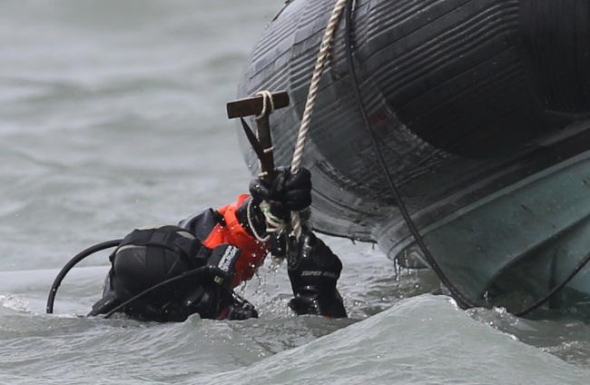 Chìm phà Sewol: Số người chết đã là 150, hết hy vọng có người sống sót 6
