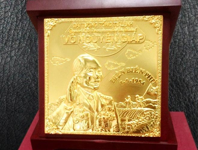 Biểu tượng Đại tướng Võ Nguyên Giáp 103 tuổi đúc từ 103 chỉ vàng 6