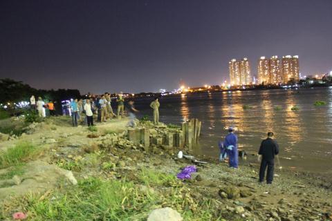 Phát hiện xác chết người đàn ông trương phình, trôi trên sông Sài Gòn 4