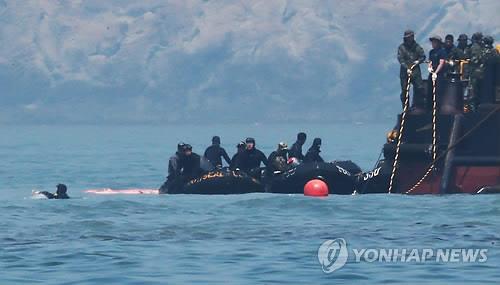 Chìm phà Hàn Quốc: Số người chết tăng lên 171, thợ lặn ngày càng kiệt sức 6