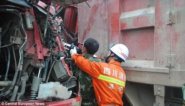 Tai nạn nghiêm trọng, tài xế chỉ cho cứu sau khi gọi cho vợ 8