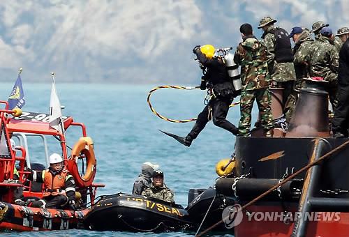 Chìm phà Hàn Quốc: Phát hiện thêm 48 thi thể nữ trong một buồng 6