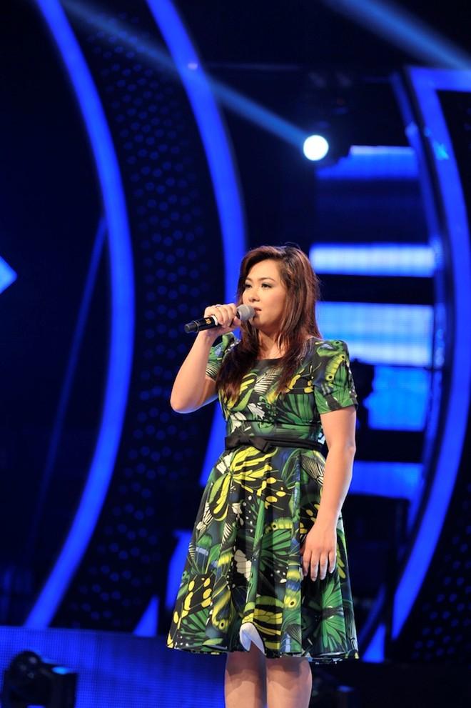 Minh Thùy khóc khi vượt qua Đông Hùng vào chung kết Idol 7