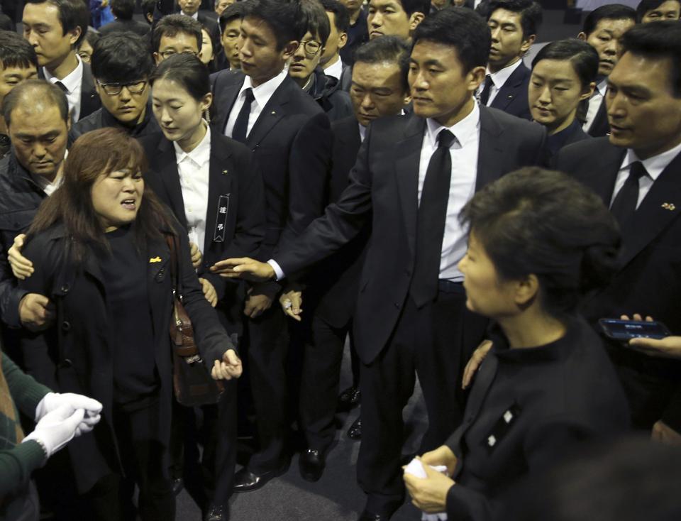 Tổng thống Hàn Quốc xin lỗi quốc dân về vụ chìm phà 7