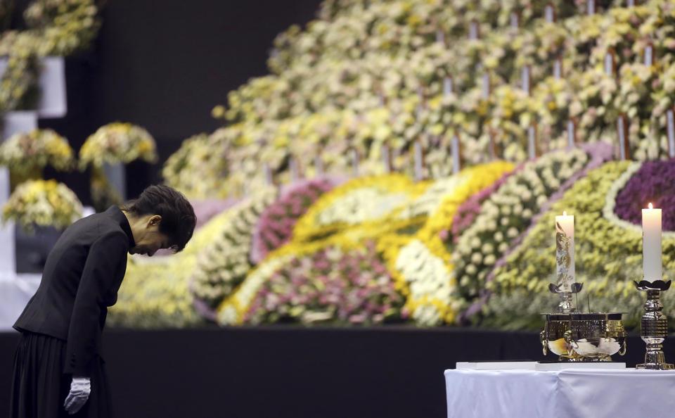 Tổng thống Hàn Quốc xin lỗi quốc dân về vụ chìm phà 6