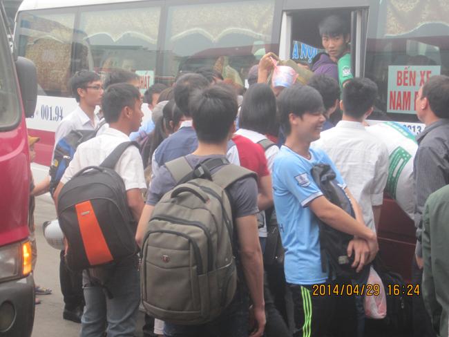 Nghỉ lễ 30/4 -1/5: Hàng nghìn người dân chen lấn rời Thủ đô 7