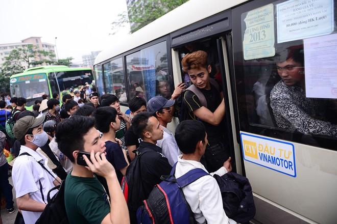 Nghỉ lễ 30/4 -1/5: Hàng nghìn người dân chen lấn rời Thủ đô 10