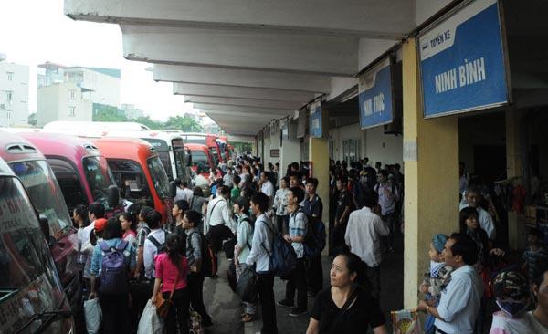 Nghỉ lễ 30/4 -1/5: Hàng nghìn người dân chen lấn rời Thủ đô 12