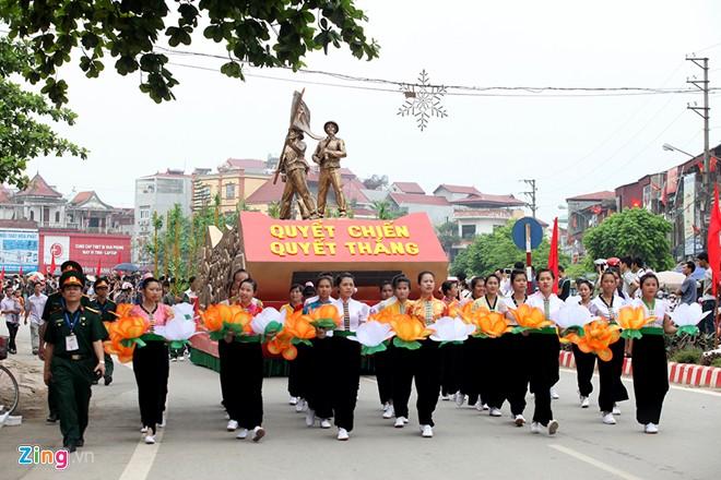 Sơ duyệt diễu binh Điện Biên Phủ ngoài đường phố 6