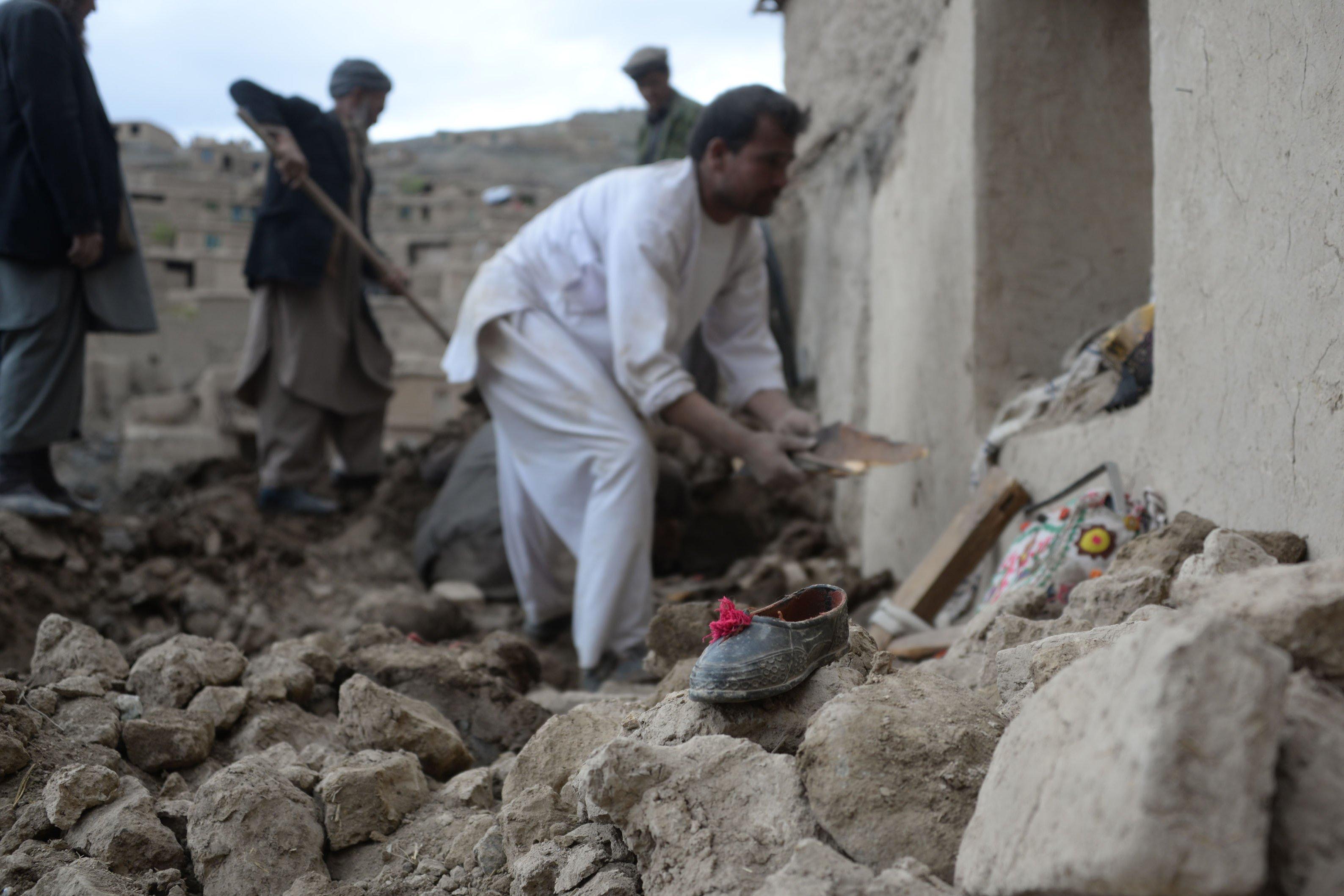 Hiện trường vụ lở đất kinh hoàng ở Afghanistan khiến hơn 2.100 người chết 3