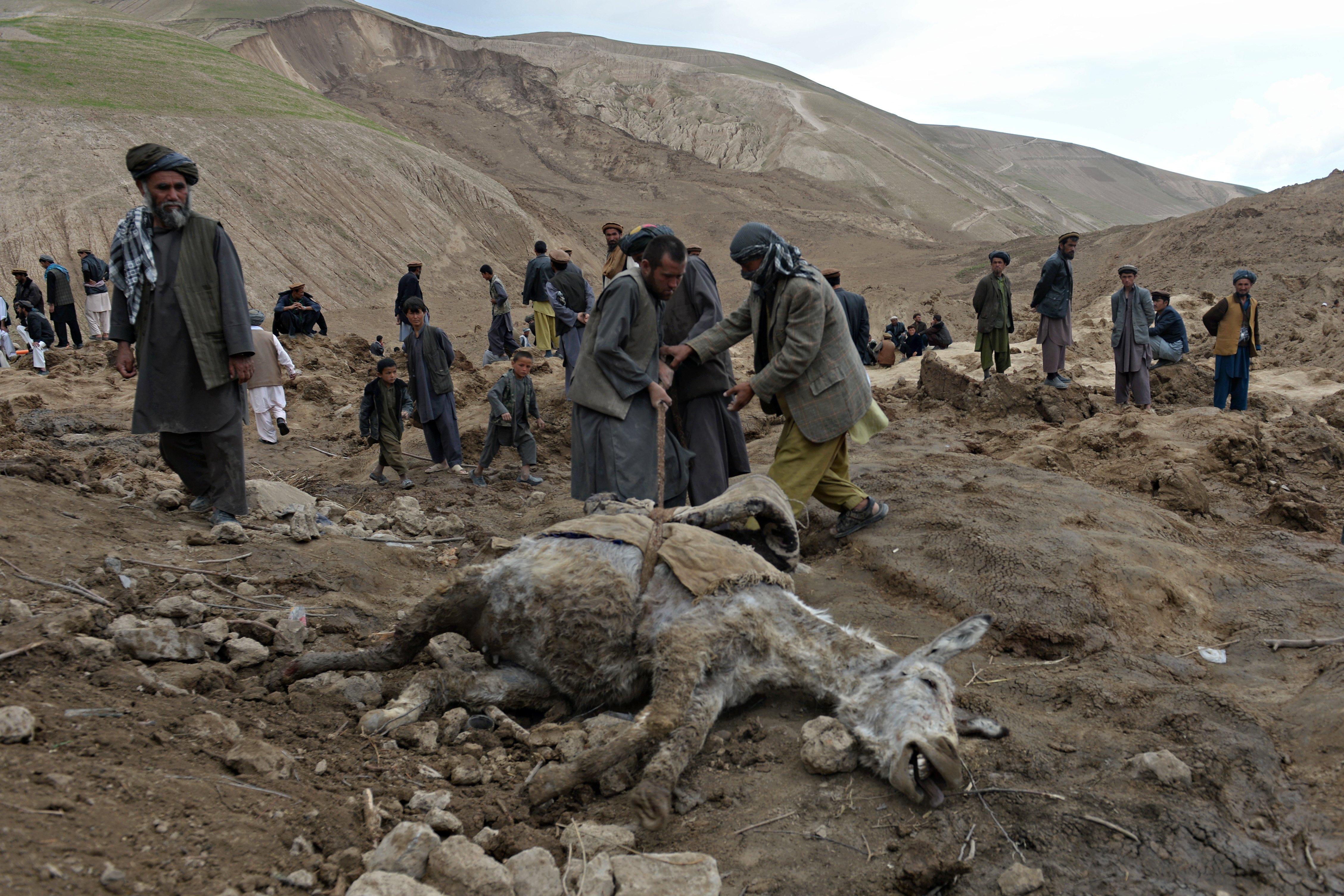 Hiện trường vụ lở đất kinh hoàng ở Afghanistan khiến hơn 2.100 người chết 4