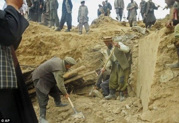 Hiện trường vụ lở đất kinh hoàng ở Afghanistan khiến hơn 2.100 người chết 10