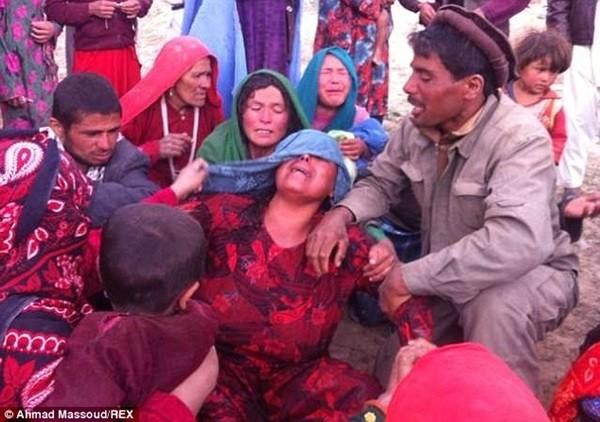Hiện trường vụ lở đất kinh hoàng ở Afghanistan khiến hơn 2.100 người chết 16