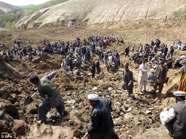 Hiện trường vụ lở đất kinh hoàng ở Afghanistan khiến hơn 2.100 người chết 13