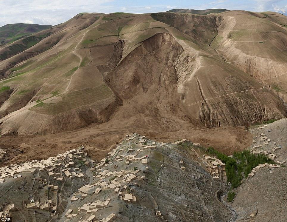 Cận cảnh sức tàn phá khủng khiếp của lở đất tại Afghanistan  6