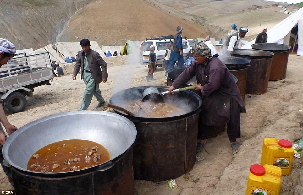 Cận cảnh sức tàn phá khủng khiếp của lở đất tại Afghanistan  10