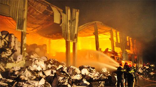 Thiệt hại 200 tỉ đồng vụ cháy nhà máy giấy ở Bắc Ninh 7