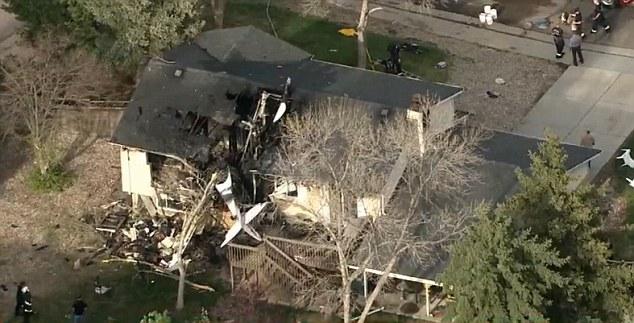 Máy bay đâm vào nhà dân bốc cháy, cả khu phố náo loạn 7