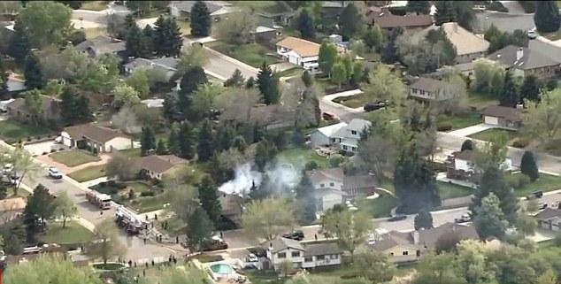 Máy bay đâm vào nhà dân bốc cháy, cả khu phố náo loạn 9