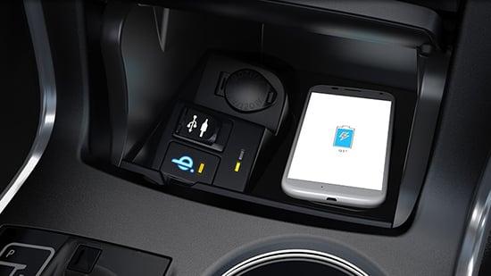 Toyota Camry 2015 có thể sạc không dây cho di động 5