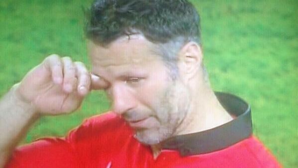 Giggs cùng Vidic nghẹn ngào nói lời cuối ở Old Trafford 6