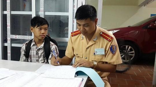 Ly kỳ cậu bé người Mường đi lạc từ Hòa Bình đến Hà Nội 5
